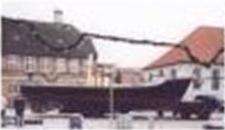 1992 - Hønen udgår af flåden og købes af advokat Mogens Hartz. Skibet kommer på Folke aktier, får navnet Frederikke og bliver sat i drift på Arresø. Støtteforeningen Frederikkes venner oprettes.